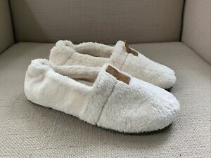 Acorn Spa Moc Ewe Furry Ivory Slippers US Womens Medium 6.5-7.5 NEW