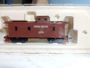 Walthers # 932-27542 HO Union Pacific CA-1 wood caboose (2 pack) new