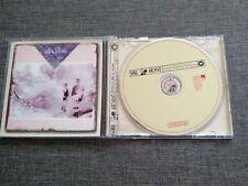 CD LA DAMA SE ESCONDE - LA TIERRA DE LOS SUEÑOS - 11 TRACKS - 1987-2002 WARNER