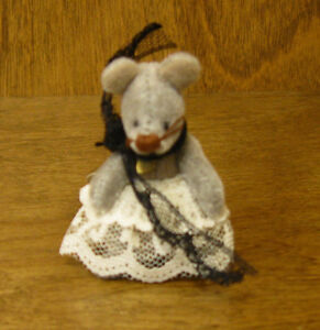 Ganz Cottage Miniatures CC7024 MOLLY MOUSE, by Lorraine Chien From Retail Store