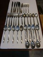 VINTAGE WM ROGERS IS SILVER PLATED 33 PIECE FLATWARE SET