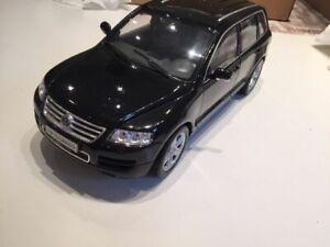 Welly 2532 VW Touareg V10 TDI schwarz ohne OVP 1:18 unbespieltes Vitrinenmodell