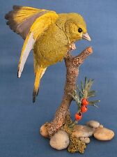 COUNTRY ARTISTS GREENFINCH BIRD BERRIES GARDEN FIGURINE