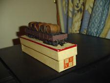 VB. Vagón de mercancías con barriles.