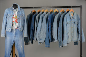 JOB LOT OF 10 VINTAGE TRUCKER DENIM JACKETS. MIX OF SIZES AND COLOURS