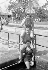 Negativo-Darmstadt-piscina all'aperto-grande Woog-VITA BALNEARE-cute-BOY-GIRL - 1930s-3