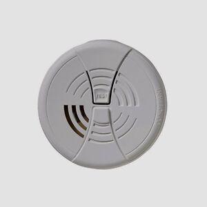 FIRST ALERT Family Gard Smoke Fire Alarm Detector Security w/ 9v Battery FG200B