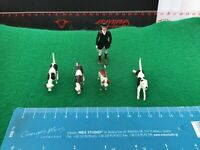 Vintage Britains Lead Hunt. Huntswoman  And 4 x Beagles/Hounds. 1/32 Scale.