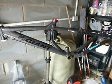 giant acid mountain bike frame and suntour forks