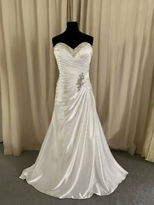 Eternity Bridal D5194 in ivory soft satin size 14 ruched and diamante