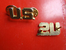 A PAIR OF WW2 US ARMY OFFICER U.S. COLLAR METAL BADGE INSIGNIA PIN