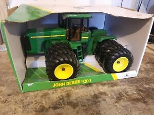 9200 John Deere Toy 4WD Tractor, Big Triples, Ertl 1/16 Diecast Toy Tractor
