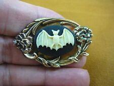 (CS97-1) little flying Bat ivory + black oval CAMEO Pin Pendant brooch love bats