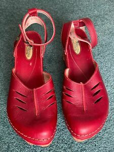 El Naturalista Red Leather Wedge Shoes Clogs W/ Ankle Strap US Size 10.5 Euro 41