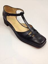 Vintage Womens Salvatore Ferragamo Black Leather T-Strap Closed Toe Shoes - 7B