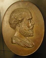 Médaillon personnage de profil qui ? par Thénard 1861 Haut : 31 cm 1,9 kg