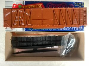 ROUNDHOUSE HO 2113, NORTHERN PACIFIC EXTERNAL BRACED 50' BOX CAR #4806, NOS