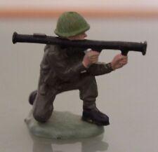 Soldat PLASTIQUE  BRITAINS  au combat avec Bazooka