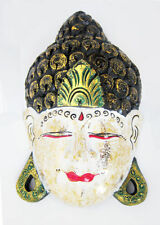 Masques et objets ethniques pour la décoration du salon