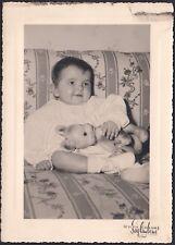 YZ0734 Bimba sul divano - Fotografia d'epoca - old photo - Saglimbene - Torino