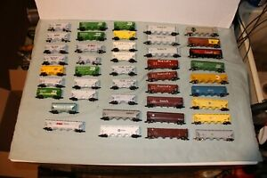GIGANTIC LOT OF 43 N SCALE COVERED HOPPERS ATLAS, UNIMATE OTHERS READY TO RUN