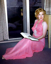 MARILYN MONROE ICONIC SEX-SYMBOL & ACTRESS - 8X10 PUBLICITY PHOTO (FB-197)