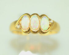 VINTAGE 18K YELLOW GOLD 3 FIERY OPAL BAND RING 2 TINY DIAMOND ACCENTS SIZE 7.75