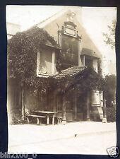 photo ancienne . Hôtel .  hostellerie Mandar Fils . un tableau sur la facade