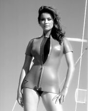 "CLAUDINE AUGER IN THE JAMES BOND FILM ""THUNDERBALL"" - 8X10 PHOTO (AZ873)"