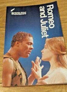 Romeo and Juliet (Cambridge School Shakespe... by Shakespeare, William Paperback