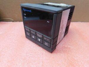HONEYWELL UDC2000 Mini-Pro -- Digital Temperature Controller