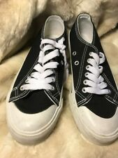 Roebuck & Co Black And White Low Top Tennis Shoes Size 5M Euc Free Mask