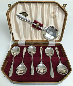 Vintage Cased Set of Silver-Plated Fruit Spoons Viners Cheshire
