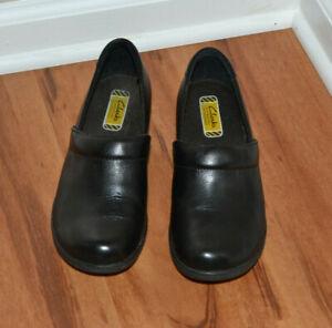 Clarks Slip Resistant Comfy Black Slip on Clogs, EUC, size 7.5M