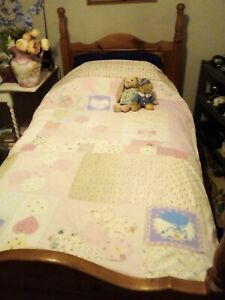 Sweet dreams in this pretty single bed duvet cover, Flowers & Princesses!