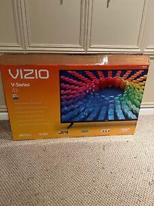 """VIZIO V435G0 43"""" 4K LED Smart TV with Dolby Vision HDR"""