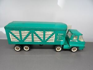 Vintage  Structo Stock Farms Pressed Steel Cattle Truck Turbine