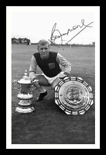 BOBBY MOORE - WEST HAM UNITED AUTOGRAPHED SIGNED & FRAMED PP POSTER PHOTO