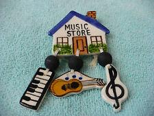 TB- MUSIC STORE (KEYBOARD GUITAR MUSIC NOTE)   PIN BACK #39452