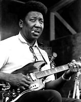 """MUDDY WATERS """"THE FATHER OF MODERN CHICAGO BLUES""""  8X10 PUBLICITY PHOTO (BB-724)"""