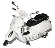 Vespa GTS 300 Super White From 2008 1/12 New Ray Motorcycle Models