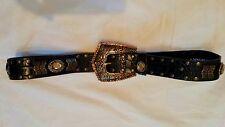 NEU ! Gr.90 Apart Ledergürtel - Handarbeit schwarz mit Nieten,Ornamenten und Ste