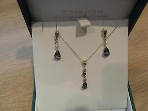 Beautiful 9ct Y/Gold Mystic Topaz Earrings and Pendant set - New