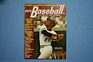 1972 Street & Smith Baseball Yearbook with Roberto Clemente cover ex-mt