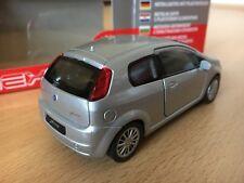 Silver Fiat Grande Punto 2013 model car Welly diecast scale 1:36 modellauto box