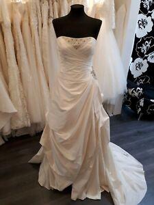 BNWT White Rose silk wedding dress, size 12