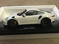 Porsche Cayman gt4 negro con vitrina 1:18 Spark