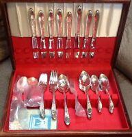 50pc Wm Rogers & Son IS Gardenia Silver Plate Flatware Set in Chest ~ Service 8+