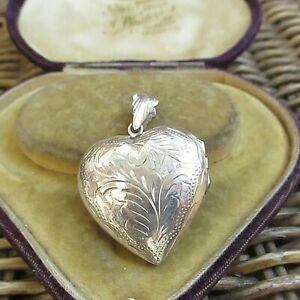 LOVELY LARGE STERLING SILVER HEART SHAPED LOCKET