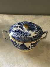 """GORGEOUS BLUE WILLOW HANDLED AND COVERED DISH, GOLD HIGHLIGHTS 4"""" TALL UNMARKED"""